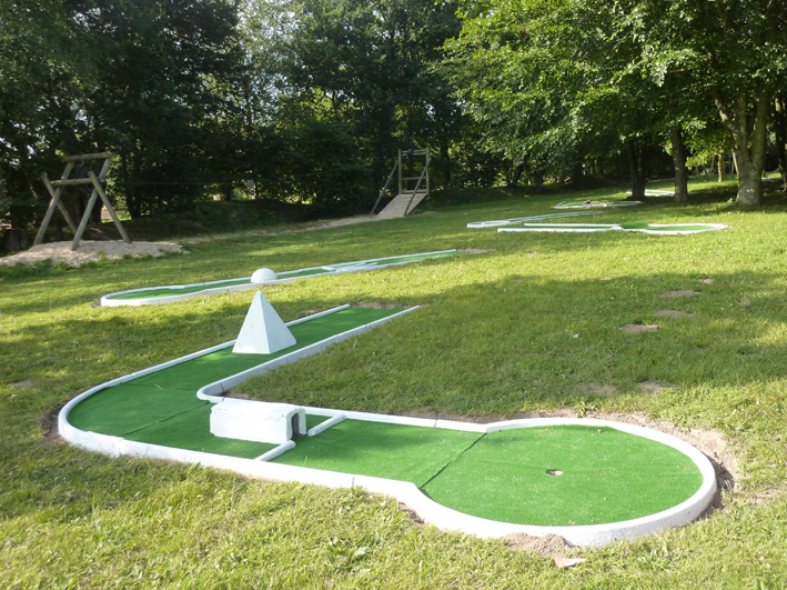 le-mini-golf-a-ete-restaure-par-le-syndicat-intercommunal-damenagement-touristique-et-rural-des-marais