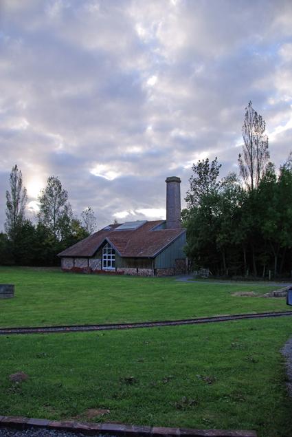 a-lorigine-site-dextraction-pour-la-briqueterie-de-periers-creee-en-1870-cette-briqueterie-artisanale-y-a-ete-construite-en-partie-au-cours-de-lannee-1913
